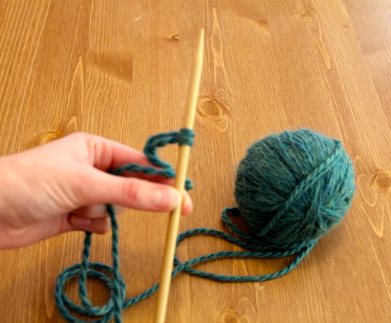 How to Cast On for Knitting - Needles and Know How
